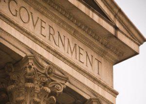 دولت، نیروهای نظامی و تاسیسات دفاع